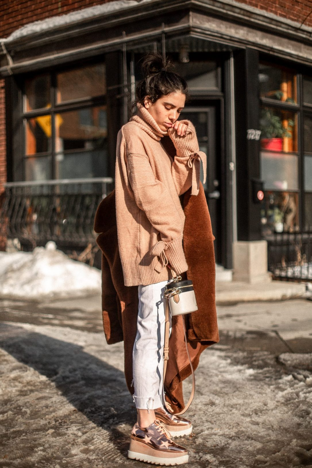 How to wear an oversized sweater this season