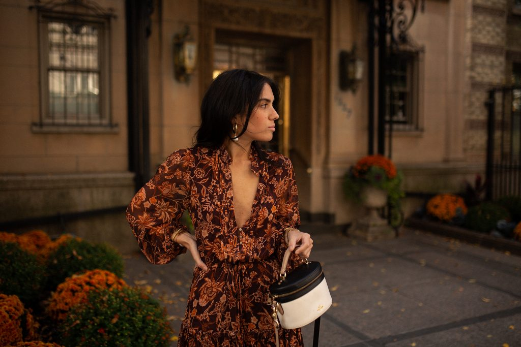 How-to-Style-a-Short-Dress-for-Fall-2020-Temps-dun-Cafe-